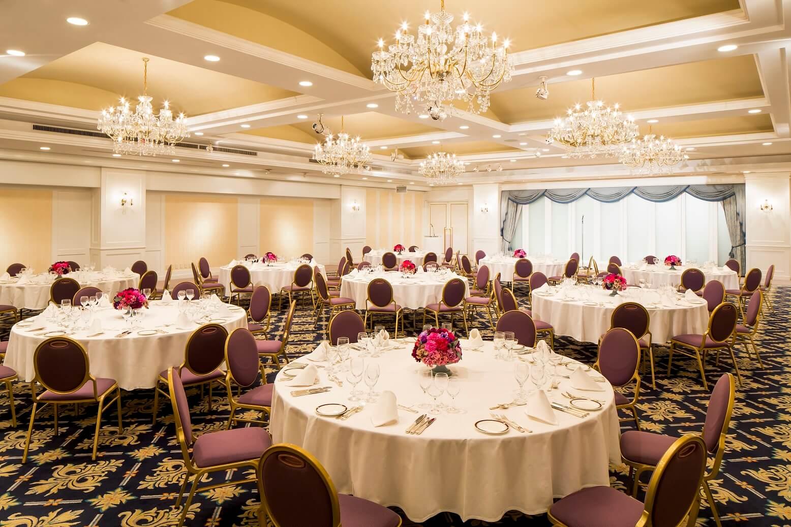 các sắp xếp bàn ghế tiệc banquet